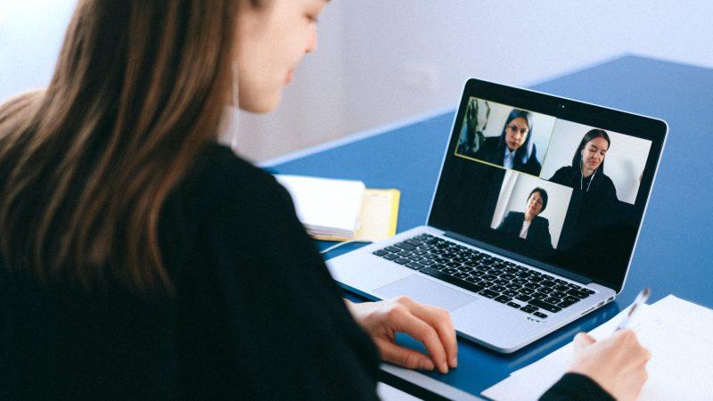 Réconcilier son équipe avec la visioconférence grâce au Team Building virtuel